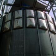 Urządzenie odciążające skutki wybuchu w aparatach procesowych